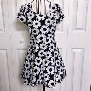 Forever 21 Women's S Daisy Print Skater Dress